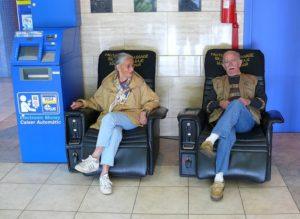 Le fauteuil massant et les jeux vidéos pour éviter l'ennui durant son shopping ? 1